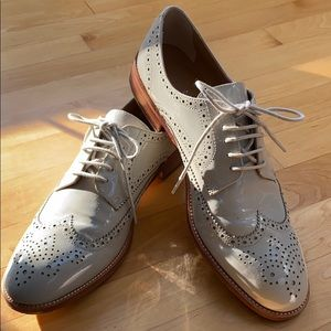 BR Patent leather Oxford shoes in bone. 9.5.